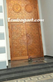ukir pintu masjid agung praya