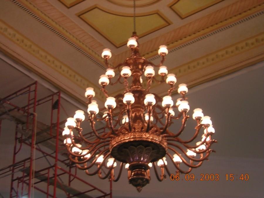 lampu gantung mnewah ruang tamu