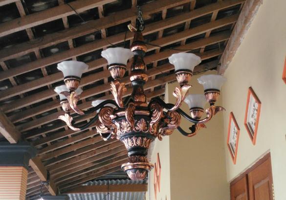 lampu gantung mewah ruang tamu